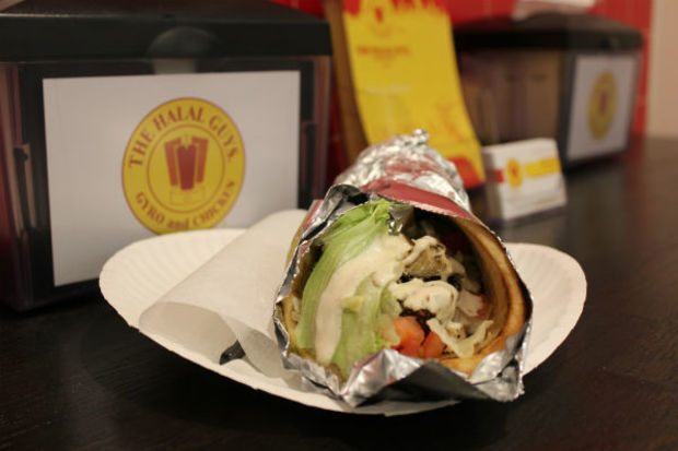 Halal Guys opened its doors Wednesday for a sneak peek at the first of five of its Chicago locations.