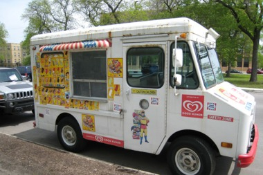 Police warn of robbers targeting ice cream trucks in West Humboldt Park.