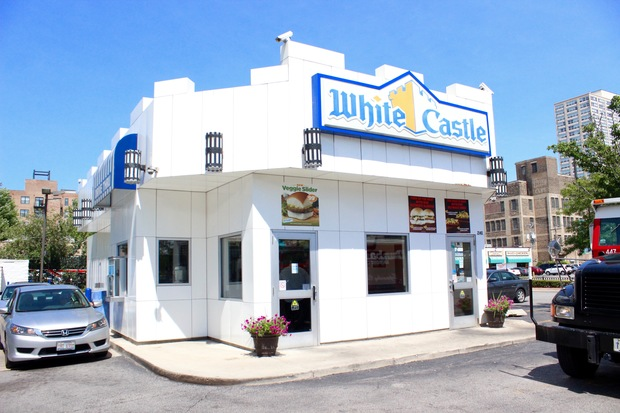 White Castle will tear down this restaurant at Cermak and Wabash later this month and replace it with a new store with a dining room and flat-screen TVs.
