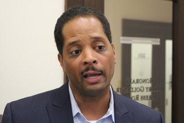 Ald. Anthony Beale wants to impose a 50-cent surcharge on taxi fares paid by credit card.