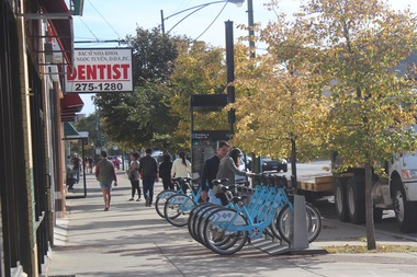 Riders grabbing a Divvy at the station near Broadway and Argyle Street in Uptown.