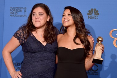 Jane the Virgin star Gina Rodriguez (r) with her sister Ivelisse Simon, an investment banker, at the Golden Globes in January of 2015.