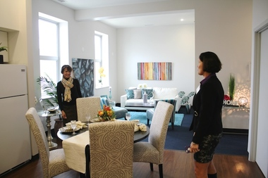 WINGS CEO Rebecca Daar (r.) shows one of the shelter's five apartments for transient families.