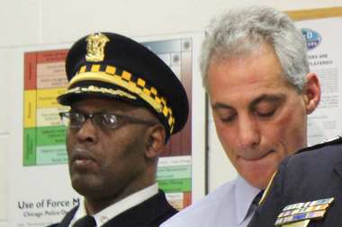 Police Cmdr. Glenn Evans and Mayor Rahm Emanuel at a 2013 media event at the Grand Crossing District station.