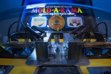 Chicago has the most Mold-A-Rama machines of any city in the U.S.