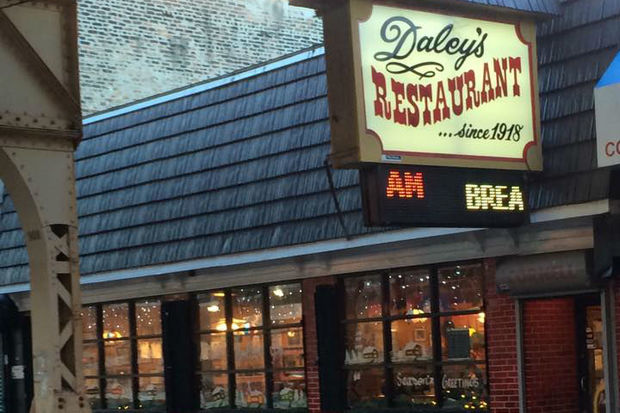 Chicago S 10 Oldest Restaurants Thrive By Staying Mostly
