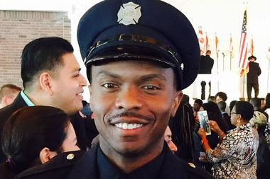 Chicago firefighter Eric Washington wants to help Flint's residents by donating 1,500 cases of bottled water.