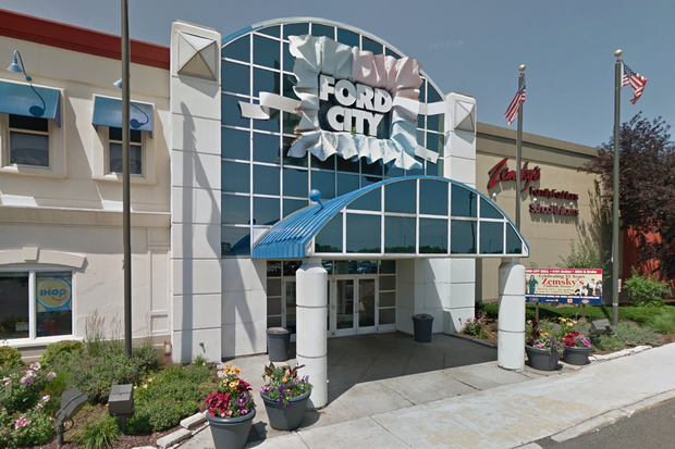 man stabbed in face at ford city mall police say west lawn c. Cars Review. Best American Auto & Cars Review