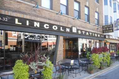 Lincoln Station taps rare stouts in a beer-tasting and charity-raffle fundraiser for Hawthorne Scholaztic Academy Saturday.