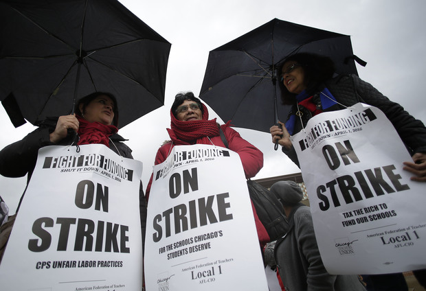 Chicago teachers picket during a one-day strike on April 1, 2016.