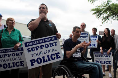 Ald. Nicholas Sposato (right) joins Ald. Anthony Napolitano at a recent police-support rally.