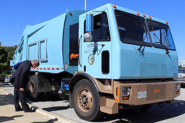 Chicago Has Continent S Only All Electric Garbage Truck