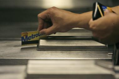Police arrested a man for jamming a MetroCard machine at the Cortlandt Street R station and selling subway swipes.