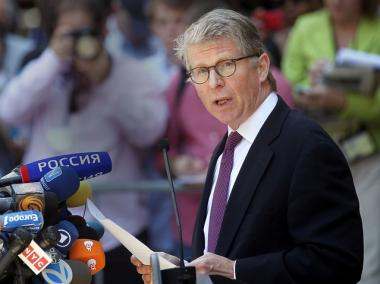 Manhattan District Attorney Cy Vance speaks outside New York Supreme Court, July 1, 2011.