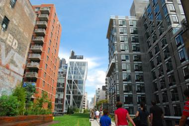 A corridor of condos surrounding the High Line park.
