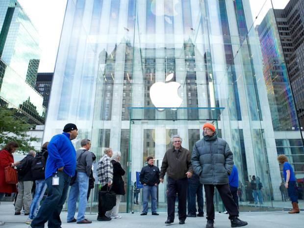 The glass cube at Apple's store at 767 Fifth Ave. will be taken down, at least temporarily.