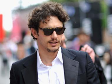 James Franco will hold a seance to try and contact Tennessee Williams for a performance.