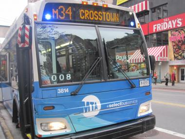 The MTA will change the color of the blue flashing lights on SBS buses because drivers think they're emergency vehicles.
