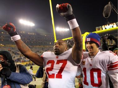 Longtime Giants running back Brandon Jacobs reportedly signed with the San Francisco 49ers on Weds., March 28, 2012.