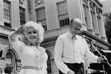 August 21, 1978: Mayor Koch gives City Key to Dolly Parton on the steps of City Hall