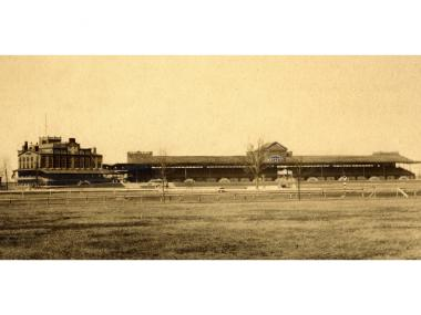 A 1913 photograph of the Morris Park Racecourse. After being moved to Morris Park in 1891, the Belmont Stakes left the city in 1904.