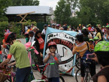 In preparation for the parade, children are invited to repair and decorate their bikes