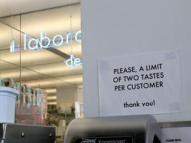 The sign at Il Laboratorio del Gelato warns customers of the two-taste limit per customer.
