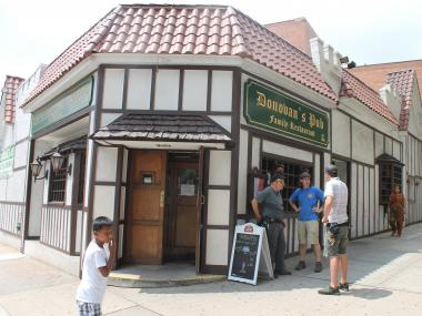 The new owners of popular pub Donovan's say a 3-hour parking ban on Roosevelt Ave. is bad for business.