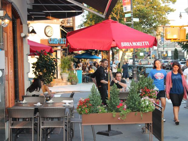 A proposed zoning change would allow sidewalk cafes in special zoning districts where they're now banned.