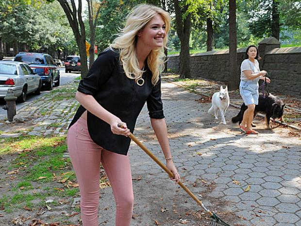 Model Kate Upton and professional skateboarder Chaz Ortiz surprised high school students who were doing community service in Fort Greene Park, Aug. 23, 2012.