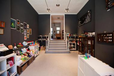 After the Dekalb Market closed, a Boerum Hill gift store takes in artworks of former vendors.