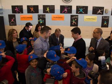 David Wright visited students at PS 38, Grant City, to announce the donation.