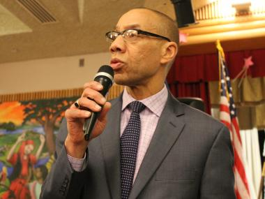 A group of Queens parents confronted Dennis Walcott at a community meeting in Brooklyn Wednesday night.