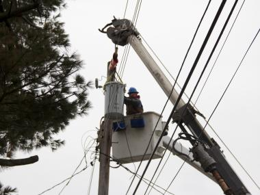 ConEdison crews repair a damaged transformer in Staten Island on a recent afternoon.