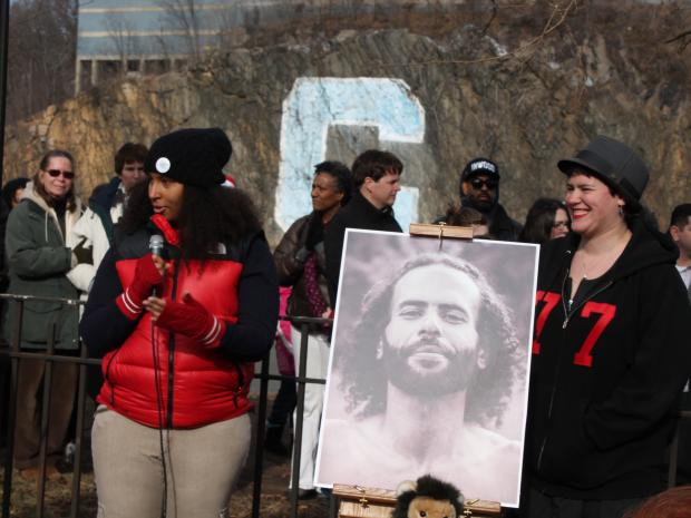 Hundreds of residents gathered at Inwood Hill Park to say goodbye to popular Inwood artist Will Alicea, who passed away on Jan.16.