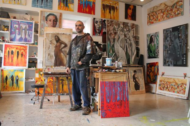 Originally from Spain, Queens artist Eduardo Anievas is taking a casual approach with his new LIC studio.