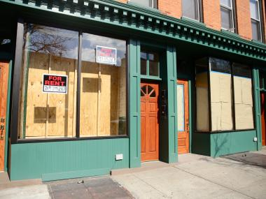 Myrtle Avenue between Classon Avenue and Fort Greene Park has no less than ten storefronts available to rent.