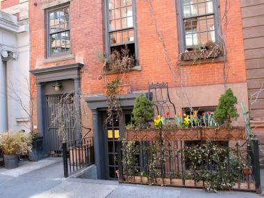 MANHATTAN — Diners who ate dessert at the high-end  Alta Restaurant  in the West Village in the last two weeks may have contracted Hepatitis A from an infected food handler, the city Health Department warned Friday evening.