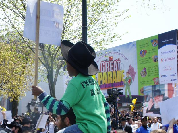 Tens of Thousands March in Crown Heights 60th Anniversary ...