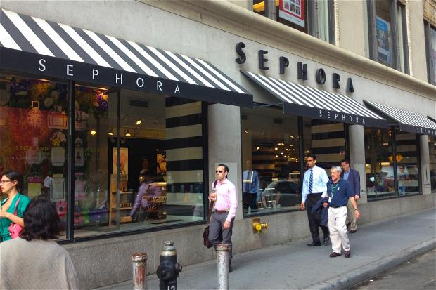 Sephora Security Guard Attacked by Shoplifters Who Swiped Perfume ...
