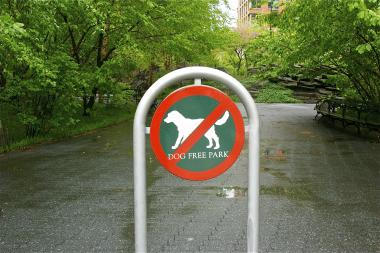 "The large ""no-dogs"" sign that sits at the main entrance of Teardrop park. Some residents want more signs."