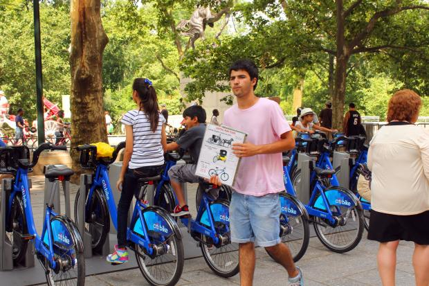 Bicyle shops around Central Park say they're losing business as tourists are opting for Citi Bikes.