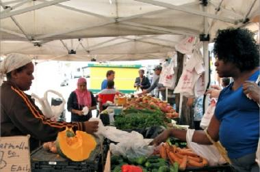 The market will offer fresh fruit and vegetables from local farms.