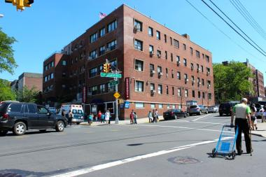 Plans would build a 6-story expansion at the Astoria medical center, to open in 2016.