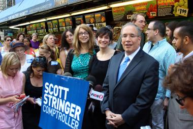 Manhattan Borough President Scott Stringer with his wife Elyse (center) the day after former Gov. Eliot Spitzer entered the comptroller's race
