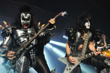 Gene Simmons and Paul Stanley from KISS will sign autographs at a Barnes & Noble in Staten Island for their new book.