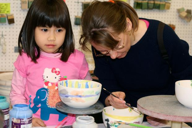 Kew Gardens residents will paint bowls to help the hungry.