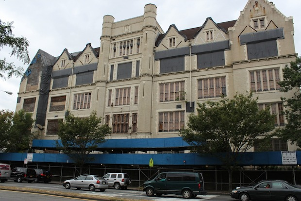A nonprofit wants to turn the Bronx landmark into housing — if the city does not decide to demolish it.