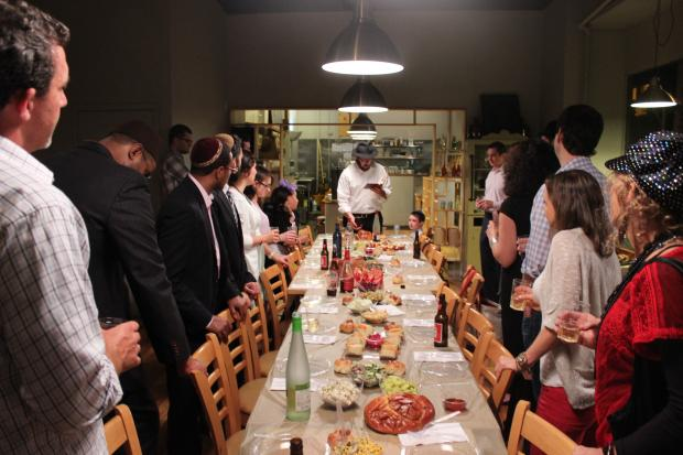 The meal, organized by Rabbi Ari Kirshenbaum, targeted newcomers in Bed-Stuy.