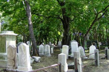 "Friends of Abandoned Cemeteries of Staten Island will host a ""spirit"" tour and ghost hunt in Fountain Cemetery, the oldest and largest filled cemetery in the city, which is said to be haunted by several ghosts."